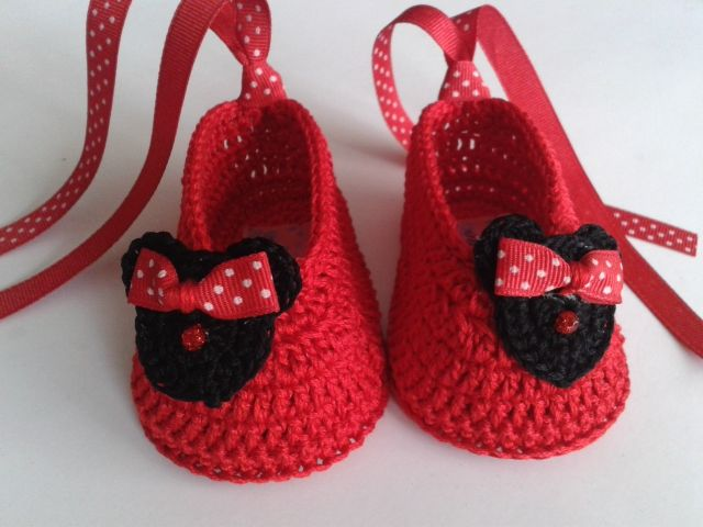 Minnie Mouse booties Clothing and accessories exclusive handmade crochet technique for your baby with the highest Peruvian cotton. Made with love for your baby.