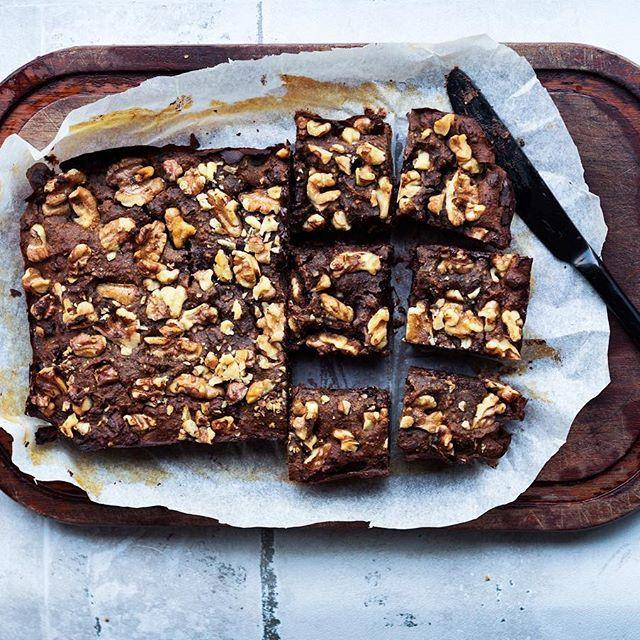 Er du også lækkersulten nu? 😍🍫 jeg har bagt en glutenfri og ganske sund brownie, som er på bloggen idag! Den er nem at lave, kompakt i sin konsistens og smager intens af chokolade. Jeg er mega fan 🙋