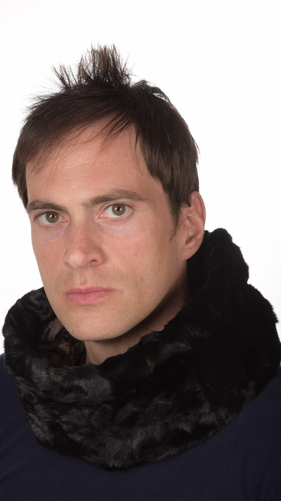 Scaldacollo in pelliccia per uomo, confezionato con ritagli di visone nero naturale. Lavorato artigianalmente in Italia.   www.amifur.com