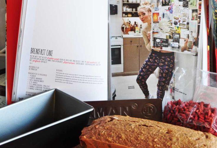 Rens Kroes Breakfast cake: Onlangs kocht ik Powerfood van Rens Kroeg. Als eerste recept koos ik voor de breakfast cake: simpel, snel en lekker!