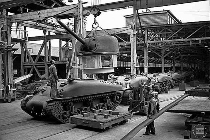 german tank factories | Tanks on assembly line at Pacific Car and Foundry factory, Renton ...
