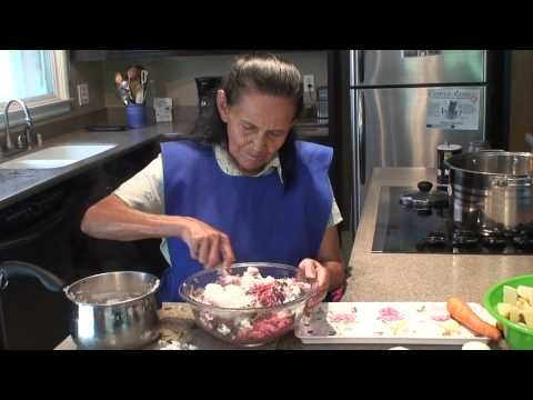 Great video on making Albondigas the real Mexican way. Love that it is both in English and Spanish.