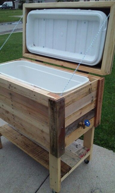Upcycled pallet cooler stand. Havent seen one made with a 150qt cooler...so I made one #7BDesigns