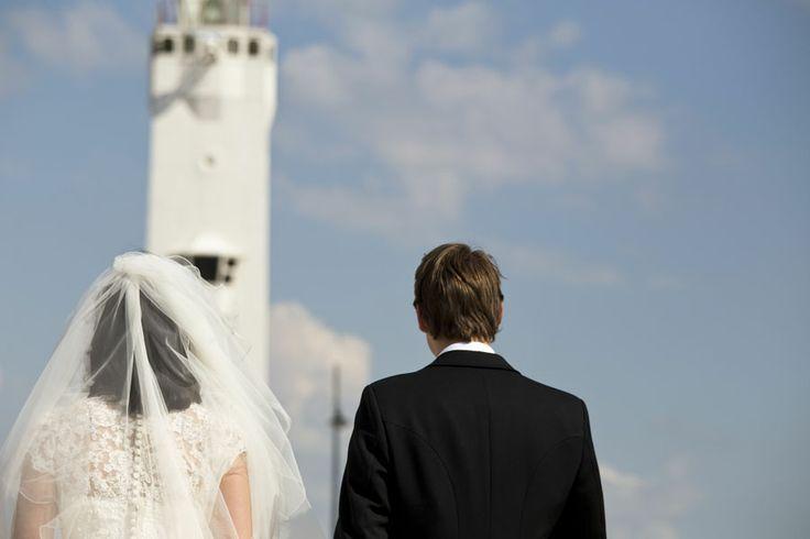 bruidsfotografie: loveshoot Michiel en Jacomijn bij vuurtoren in Noordwijk (www.biancasfotowerk.nl)