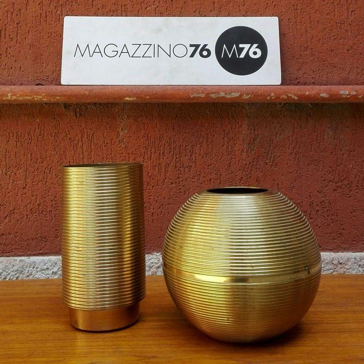 Coppia di vasi in ottone massiccio tornito.  Punzone del costruttore sotto la base.  1970 circa Altezza 24 e 30 cm Buone condizioni generali.  #magazzino76 #viapadova76 #M76 #modernariato #antiquariato #vintage #oggettidarte #ottone #anni60 #designforall  #nolovintage #anni70 #antiquariatoviapadova #compromodernariato #vasiinottone #comprodesign #solocoseoriginali #perfettecondizioni