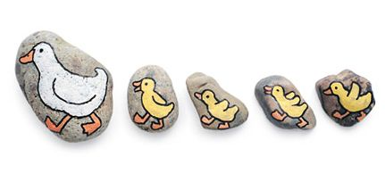 kokokoKIDS: Painted Rocks - mama and baby ducks! I think the site is in russian, but the pictures are amazing.