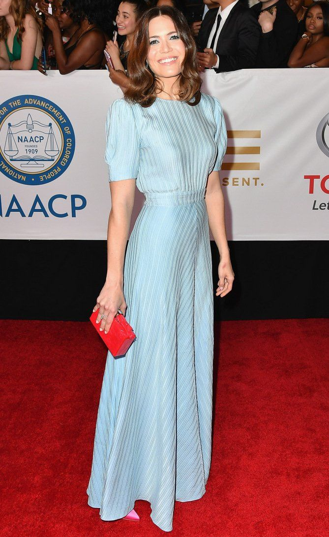 332446aa7d85 ... red carpet looks from this week. Mandy Moore in a pale blue short-sleeve  dress