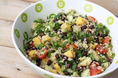 Салат с киноа, манго, чёрной фасолью и авокадо Вкуснейший салат наполненный полезными жирами, углеводами и белками! Так же содержит большое количество витаминов и не содержит глютена! Божественно!
