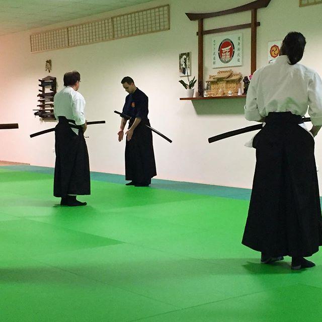 Teaching the importance of a good kamae 💪 // A helyes állások fontosságáról tanulunk 💪 #szegedbudokan #martialarts #academy #szeged #budokan #harcművészet #kard #sword #japan #japanese #iaito #katana #battojutsu #practice #training #mylife #lovewhatyoudo #battodo #samurai #spirit #warrior #budo #bushido #cut #cutting #iaijutsu #blade #kendo #iaido #precision