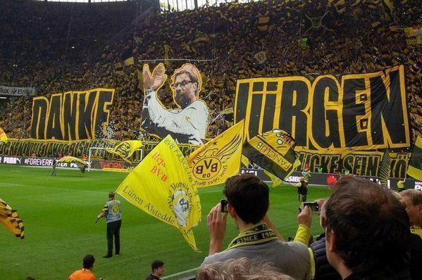 Kibice Borussii Dortmund dziękują trenerowi za pasmo sukcesów • Podziękowania dla Jurgena Kloppa przed meczem z Werderem • Zobacz >> #klopp #borussia #bvb #football #soccer #sports #pilkanozna