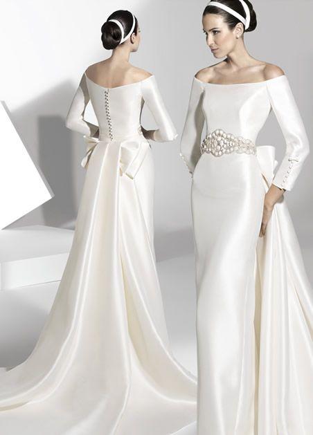 O vestido de noiva é o sonho de toda mulher que vai se casar. Ele precisa ser lindo e ser for dentro das tendências de moda melhor ainda. Para sua melhor escolha, veja uma seleção com os mais lindos vestidos de noiva para 2013, são 85 fotos para você escolher.