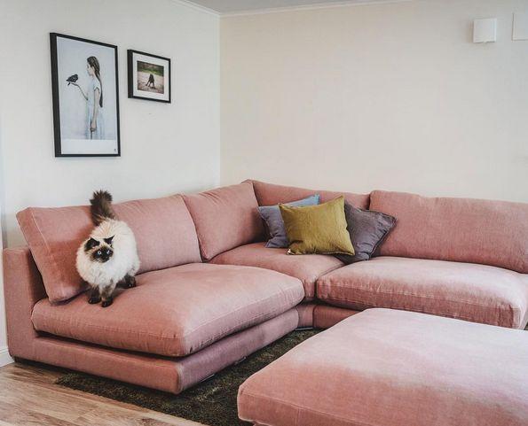 Rosa Mammuten modulsoffa. Modul, soffa, linne, djup, låg, lounge, dun, fotpall, hörn, möbler, möbel, inredning, vardagsrum.