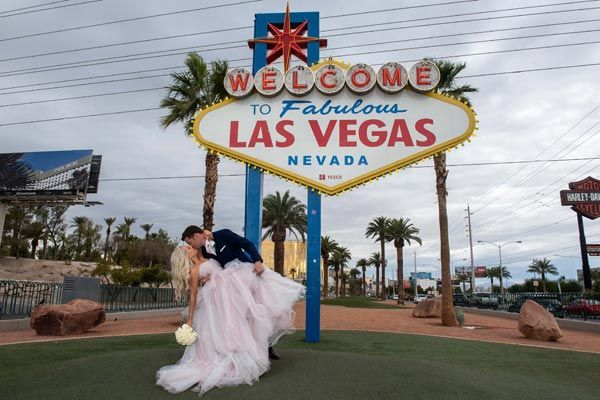 Chapel Of The Flowers Is An All Inclusive Award Winning Wedding Planning Service Locate Las Vegas Wedding Packages Las Vegas Wedding Chapel Las Vegas Weddings