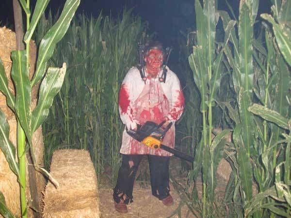 Phoenix Haunted Houses - Halloween Haunted House Pictures - Field of Screams Haunted Corn Maze 02