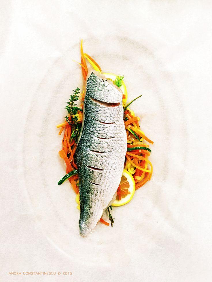 "French classics: file de dorada en papillote cu garnitura de legume si ierburi aromate. Cum sa gatesti file de dorada en papillote. Metoda de gatire ""en papillote"": secrete si particularitati."