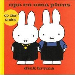 Nijntje Pluis: Opa en Oma Pluus, 'Nijntje op zien Dreins'. #Kinderboek, #streektaal ISBN Code: 9789056153106 Auteur: Dick Bruna Aantal pagina's: 25 Prijs: 6 euro Verkrijgbaar bij www.RegioBoekWinkel.nl