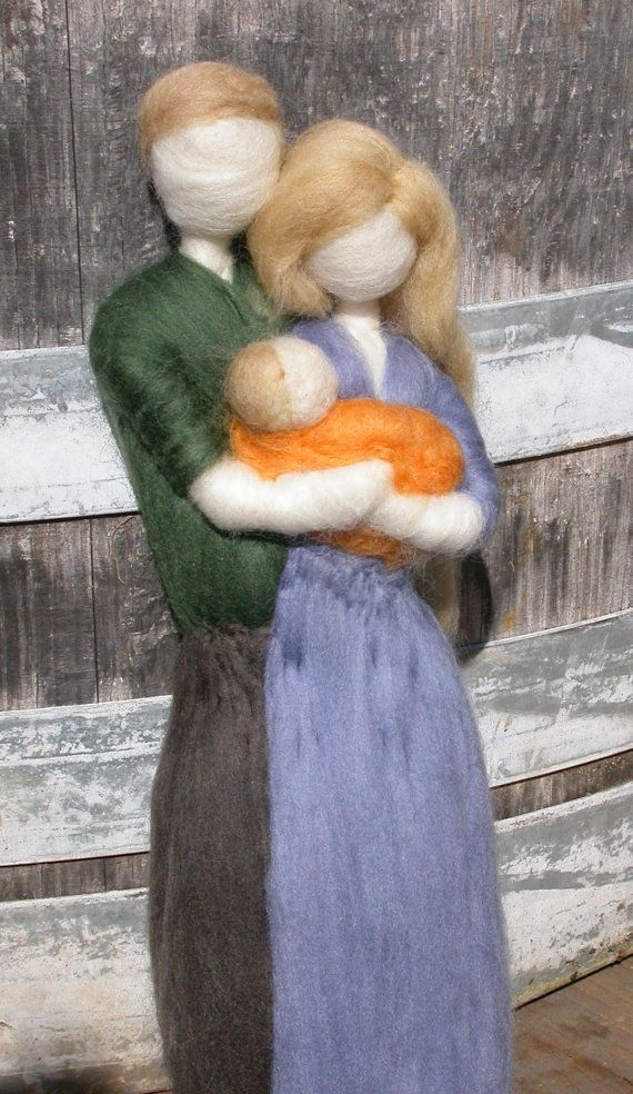 Needle Felted Family Mother, Father and Baby  This artist is AMAZING https://www.facebook.com/rasa.cappelletti