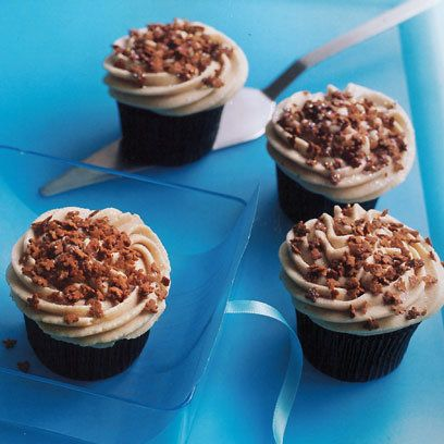 Lola's Christmas gingerbread latte cupcakes are a whole new take on one of our favourite Christmas drinks. Click now for the full recipe or find more gift ideas at Redonline.co.uk