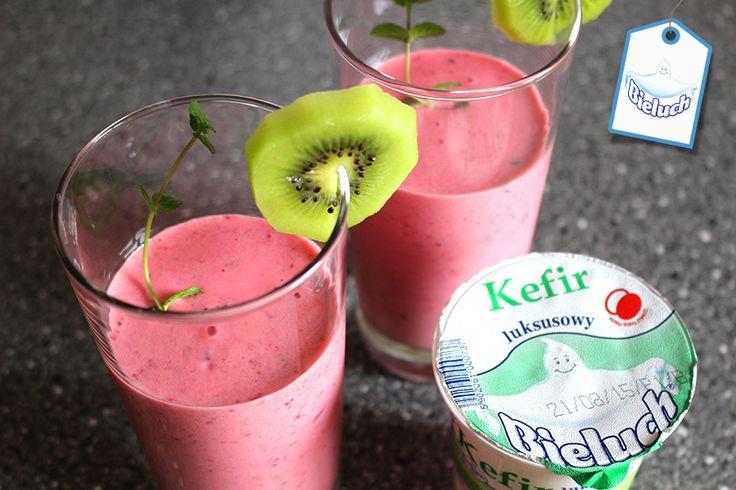 Samo zdrowie. Kefir Bieluch i owoce sezonowe: jagody, maliny, jeżyny. #koktajl #smoothie #inspiracja #owoce