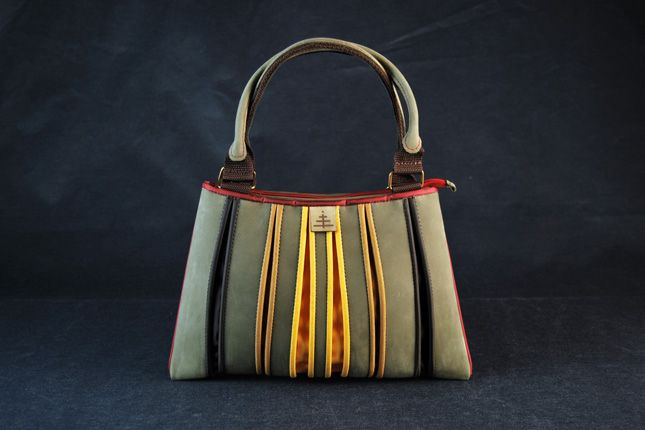 VIZ Bag from Esztány - love the color combo and the design