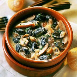 Cassolette d'escargots au Chablis : 55 recettes de nos régions - Journal des Femmes Cuisiner