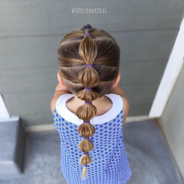 Schöne Frisurenideen für Mädchen im Garten – alltägliche und festliche Wahlen