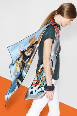 How to tie an Hermès scarf