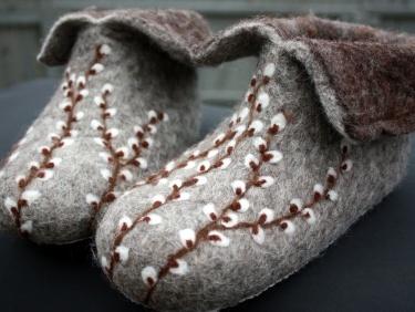 Hand Felted Slipper, Felt Slippers, embroidered. My grandma makes similar slippers :)