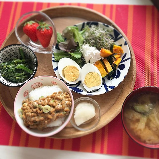 土曜の朝ご飯です 気持ちの良い朝ですね * * * 今日もしっかり朝昼晩頂きましょう 健康イコールみなのしあわせ * * * 美と健康は紙一重ですね * * * #可児市#ゆるくダイエット #しあわせの味 #しっかり朝昼晩食べる #ゆるすぎですみません #豆類も頂きます #タンパク質は大切 #肉、魚、乳製品も大切#バランスが大切 #今日も元気に行ってらっしゃい