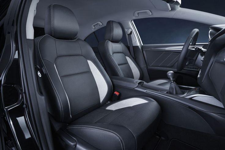 Nowa Toyota Avensis 2015.