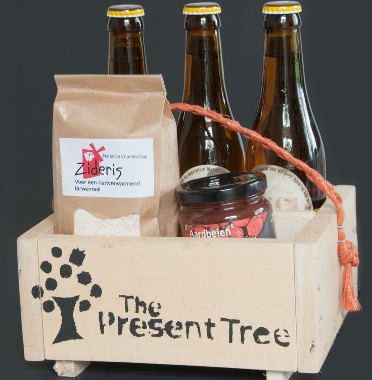 Lekker pakketje, met bier, vriendschapsmeel en jam. Fijne combi om pannekoeken van te bakken. Bij het pakket krijg je een recept voor bierbeslag. Kloddertje jam er op en smullen maar!