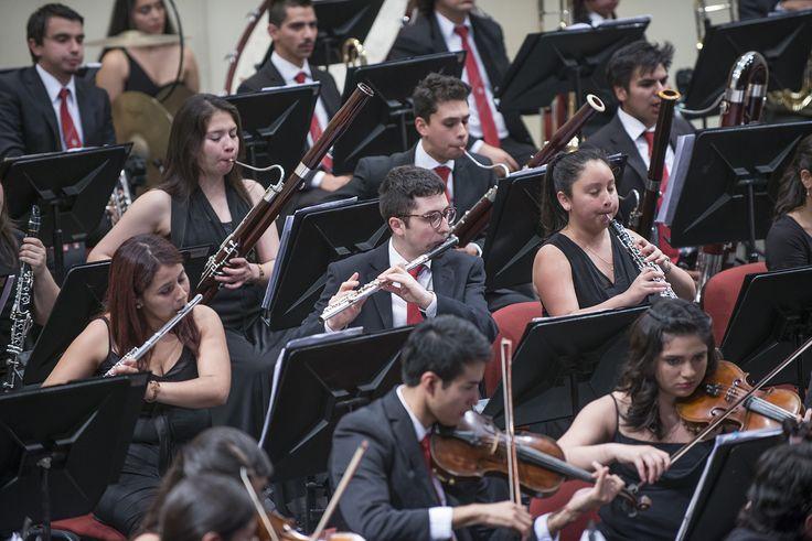 Concierto 7. Orquesta Sinfónica Nacional Juvenil. Director musical: José Luis Domínguez. Solistas: Svetlana Kotova (piano), Holly Huelskamp (violín) y Katharina Paslawski (cello). Foto de Patricio Melo