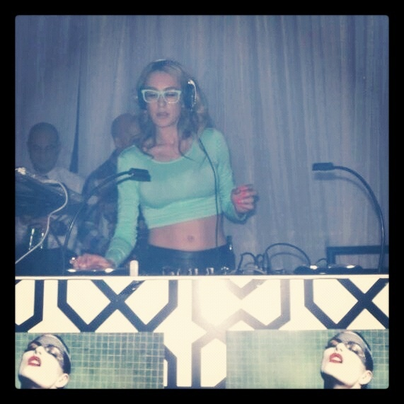Muzik nightclub toronto .. My first time playing at this venue .. What a great party :)