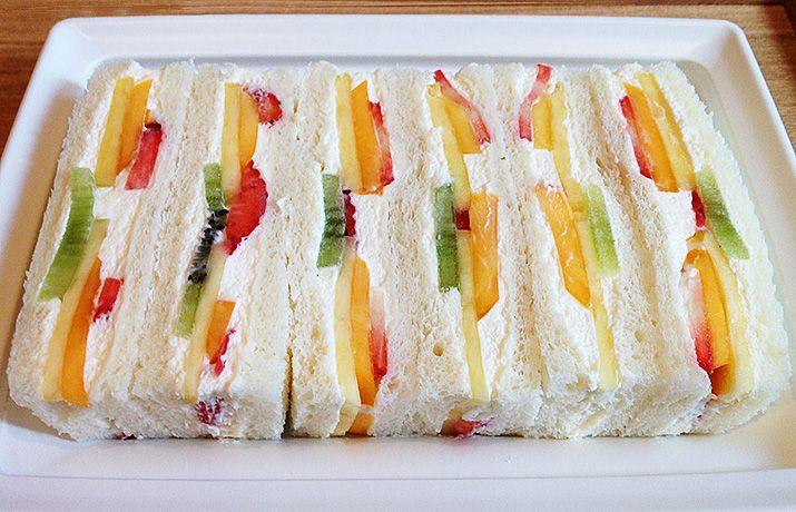 千疋屋のフルーツサンド/Fruit & Cream Sandwich by Senbikiya