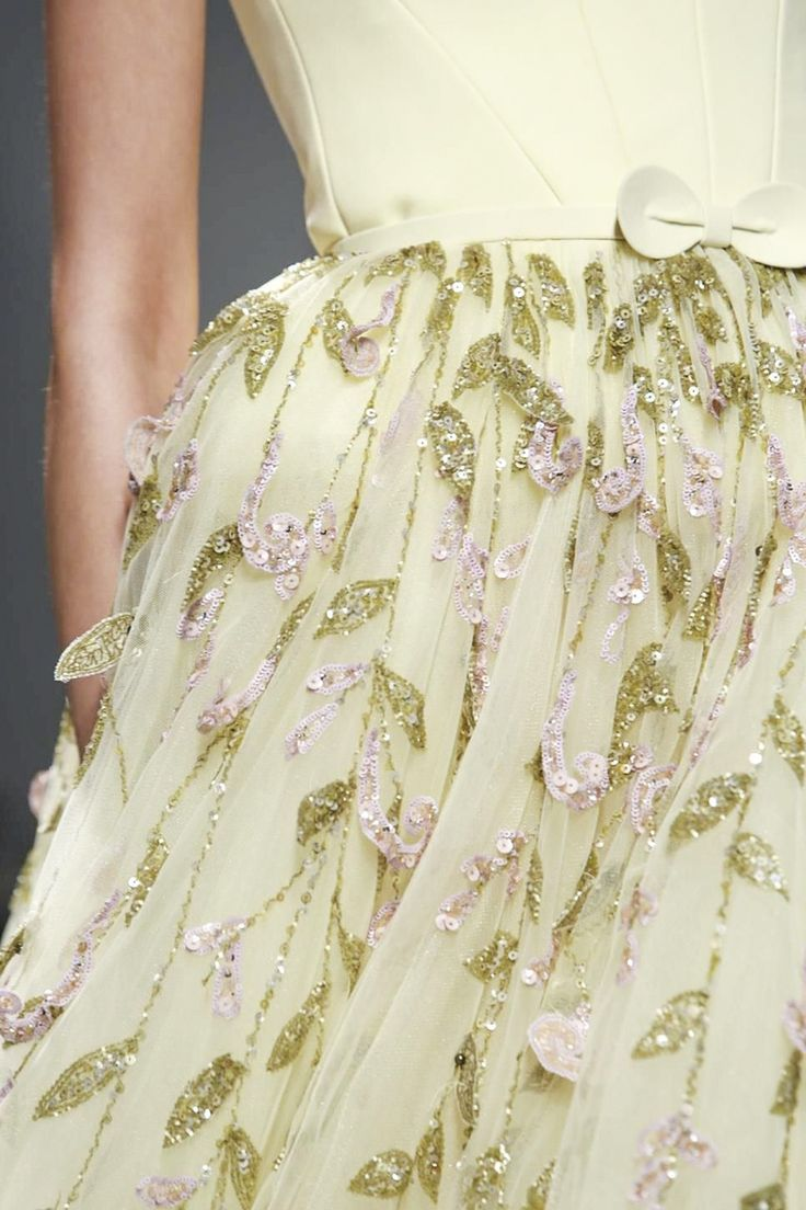 A yellow beauty by george hobeika today broderie d 39 art for Haute couture today