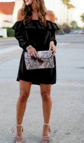 Μαύρο mini φόρεμα μακρυμάνικο με βολάν από ύφασμα κρεπ.    Μεγέθη : Small-Medium / Medium-Large  Χρώμα : Μαύρο  Σύνθεση : 95%PES 5%EL