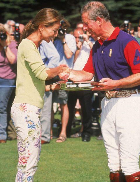 En 2003, Isabel entregó un premio alheredero al trono de Inglaterra, el príncipe Carlos, a quien conoce desde hace muchos años.