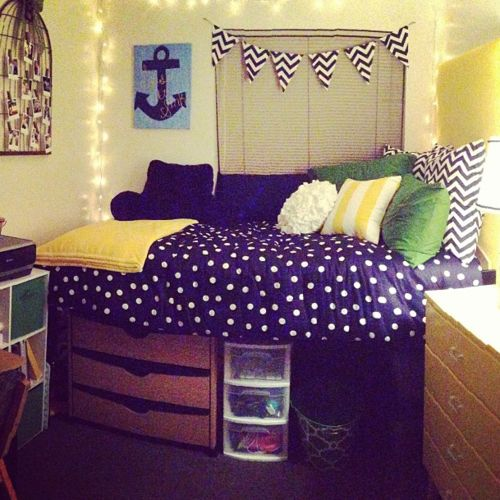 College Dorm- so appropriate for my college- the CNU Captains. if only dorms actually looked like this. LOVE LOVE LOVE!!!!