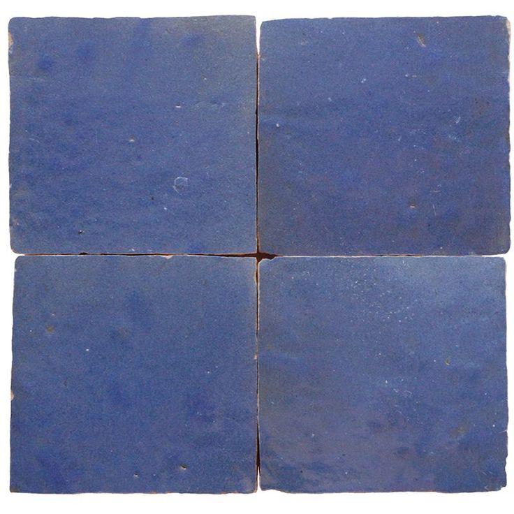 Carreau marocain 'zellige' lavende, disponible par mètre carré.  La livraison de cette couleur est sur demande et prendra 4 - 6 semaines.  Zelliges entièrement fabriqués à la main.  Mesures par pièce: 10 x 10 cm.  Tailles plus petites sur demande.  Le prix des zelliges est par mètre carré. La manufacture du carrelage (zelliges ou carreaux) marocain est un art en soi. Elle passe de génération en génération. Afin d'acquérir une parfaite maîtrise du métier, les artisans commencent le...