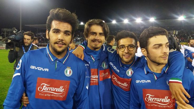 Rw\epost viorelmitu  Partita con i ragazzi del volo per aiutare i terremotati di Amatrice @ilvolo #boys #ilvolo #ilvolovers #ilvolomundialoficial #italia #calcio #partita #amatrice #life #love