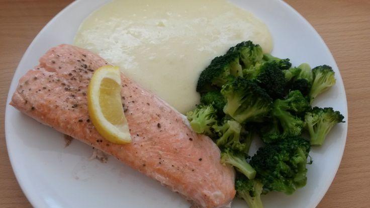 Pstruh lososovitý se zeleninou v páře a bramborovou kaší