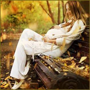 fall maternity pose :) utilizing a natural source such as leaves LOVE ITTT
