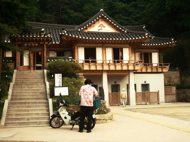 Traditional Korean style house found on Namsan mountain on my way to N-Tower in Seoul