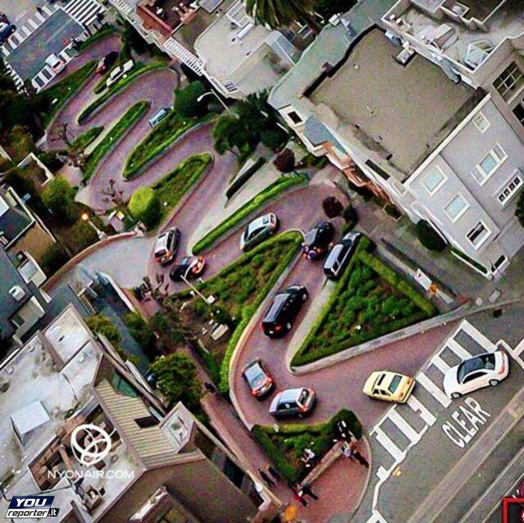Lombard Street: 8 curve da brivido con Bullitt<br /> <br /> a San Francisco c'è quella che è stata definita la strada più tortuosa del mondo, resa famosa da decine e decine di film d'azione, è meta dei turisti che visitano la città californiana.<br /> <br /> nelle domeniche spesso organizzate per beneficenza delle agre con i mezzi più strani che si flettano per gli 8 tornanti mozzafiato con una pendenza del 27% per un percorso di 400 metri che al termine ti tolgono il respiro, ma ne vale le…