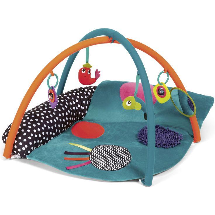 Le tapis d'éveil Babyplay avec arches par Mamas and Papas stimule l'éveil de bébé grâce à ses diverses activités. Ce tapis d'éveil occupera bébé pendant des heures et permet d'améliorer sa motricité.