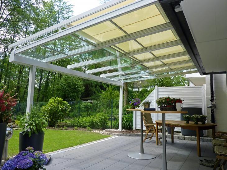 Dank patentierter Dichtungsschienen ist das gesamte System gegen jegliche Einwirkungen von Wasser abgedichtet. Über flexibel bewegliche Einzelelemente öffnen Sie das gesamte Dach oder nur Teile. So genießen Sie Sonne und Frischluft, ohne dabei auf Regenschutz zu verzichten. Eine Teleskopstange ermöglicht ein unkompliziertes Öffnen und Schließen. Elegantes Design und Liebe zum Detail zeichnen das Qualitätssystem aus. Dabei stehen Ihnen diverse Dachformen und Glassorten zur Auswahl.