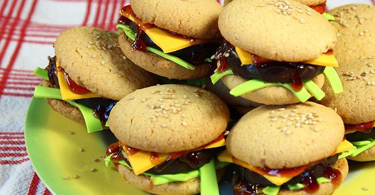 Cheeseburger dolci: biscotti e pasta di zucchero - dolcidee.it