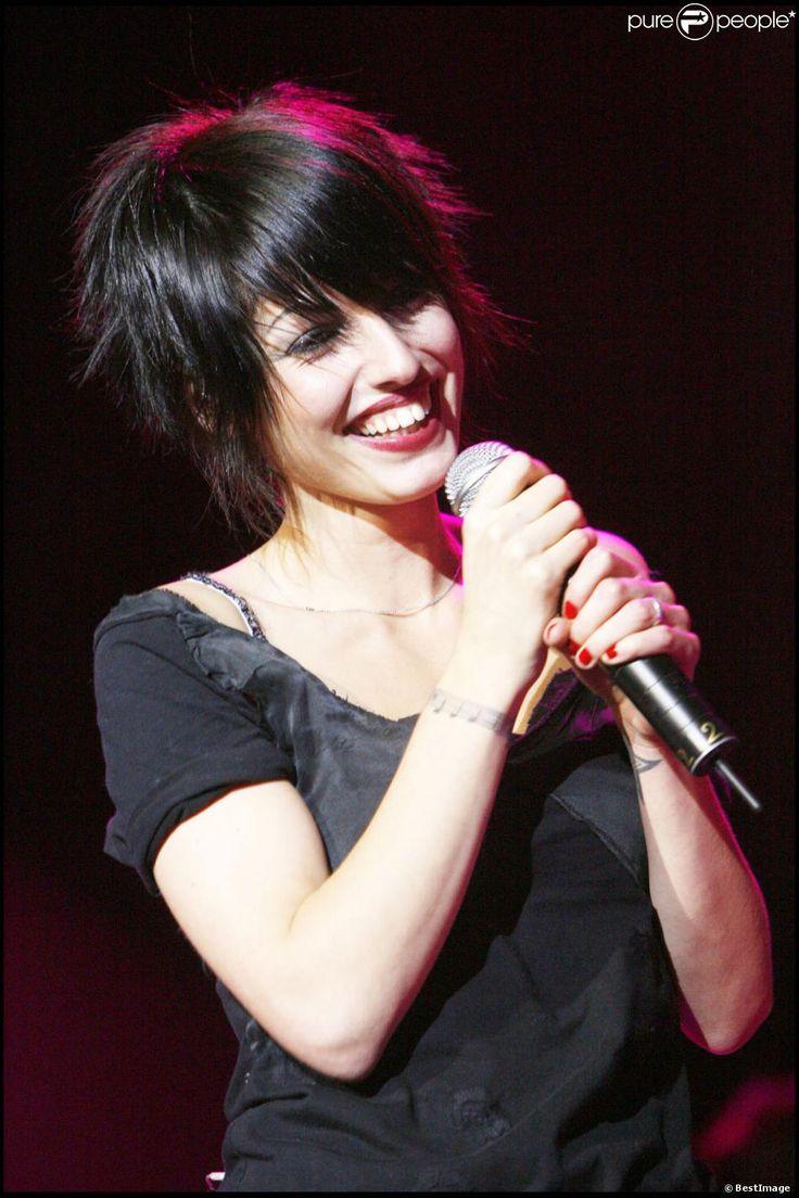 Superbus - Jennifer Ayache en concert à Paris, le 18 octobre 2007 - Purepeople