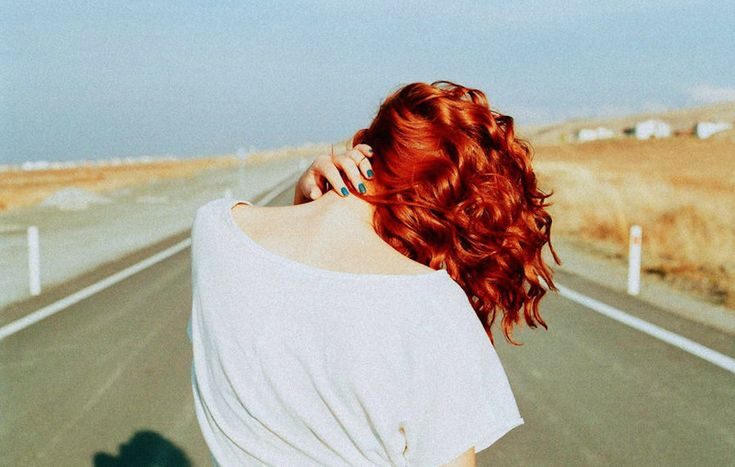 Enigmatic and Touching Pictures of Girls From the Back-10
