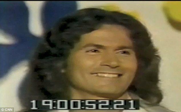 Cínico, encantador y dispuesto a hacer todo por un romance inolvidable, así era Rodney Alcalá, el participante número 1 de un concurso de citas en 1978. Después de haber cometido algunos de los peores crímenes contra mujeres en la historia; a pesar de sus antecedentes y estar huyendo de la justicia, se tomó el tiempo …